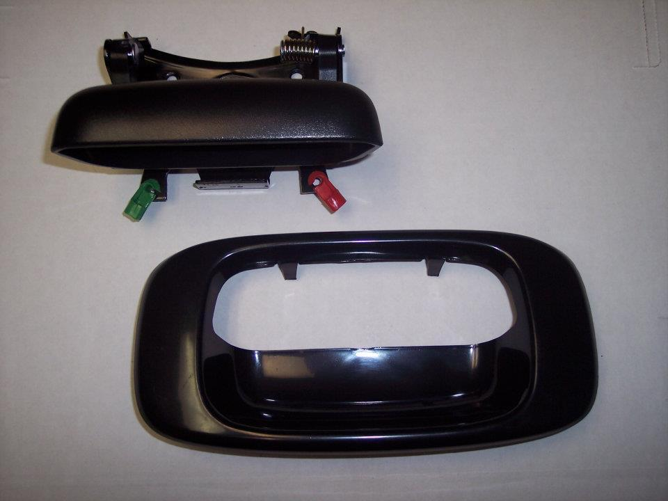99-06 Chevy GMC Tail Gate Handle & Paint To Match Bezel